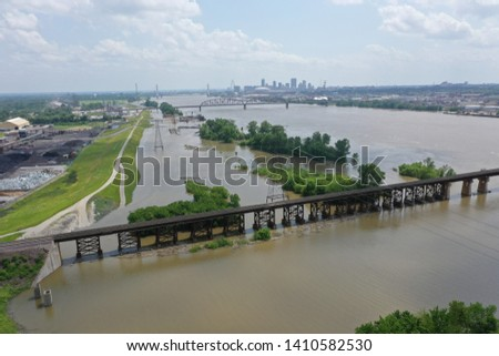 Aerial photo of the Mississippi River at St Louis where flood waters are near the top of the levee ストックフォト ©