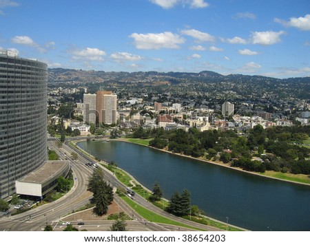 Aerial shot of Lake Merritt, Oakland, California