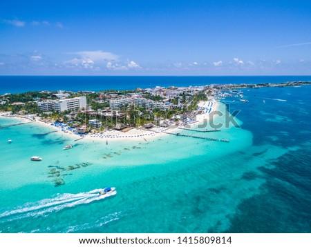Aerial shot of Playa Norte at Isla Mujeres, island located near Cancun Foto stock ©
