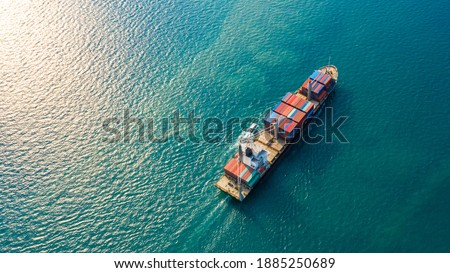 Aerial top view container ship with crane bridge for load container, Business global company commercial trade logistics import export, Freight shipping cargo vessel transportation. Foto stock ©