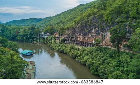 Aerial view Death Railway cave Krasae, Thai Train on River Kwai Bridge Kanchanaburi, Thailand. Foto stock ©