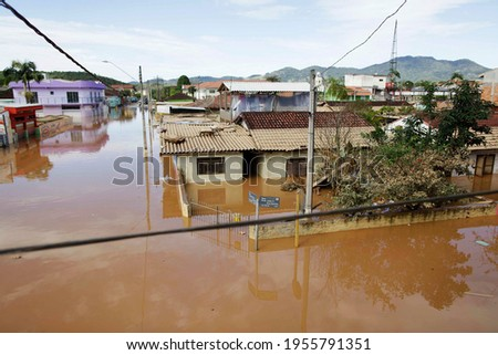 Aerial view of a big flood in a residential neighborhood of Eldorado, Ribeira valley, south of Sao Paulo state, Brazil, after heavy rains hit the area. Foto stock ©
