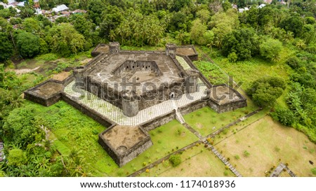 Aerial view of a pentagonal fort built by dutch during the spices war in the Banda Neira island, Maluku, Indonesia Foto stock ©