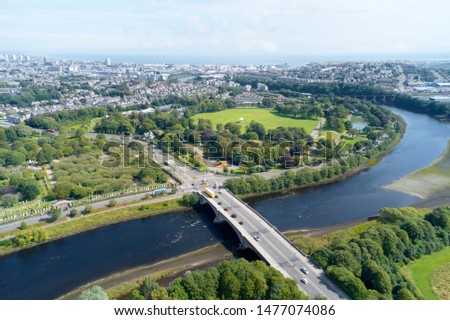 Aerial view of Aberdeen as River Dee flows in a curve to the North Sea showing Duthie Park with bridge and traffic from south Сток-фото ©