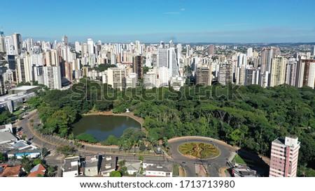 Aerial view of Bosque dos Buritis park with native Cerrado trees and a flower shaped garden in Goiania, Goias, Brazil  Foto stock ©
