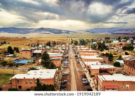 Aerial view of Broadway Street of Philipsburg, Montana, Philipsburg is a town in and the county seat of Granite County, Montana, United States. Foto stock ©