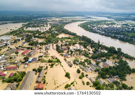 Aerial view of flooded houses with dirty water of Dnister river in Halych town, western Ukraine. Foto stock ©