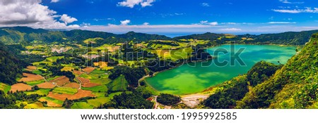 Aerial view of Lagoa das Furnas located on the Azorean island of Sao Miguel, Azores, Portugal. Lake Furnas (Lagoa das Furnas) on Sao Miguel, Azores, Portugal from the Pico do Ferro scenic viewpoint. Foto stock ©