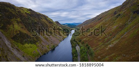 aerial view of loch awe in the argyll region of the highlands of scotland during a cloudy autumn day Foto stock ©