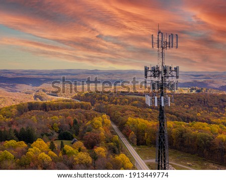 Aerial view of mobile phone cell tower over forested rural area of West Virginia to illustrate lack of broadband internet service Stock foto ©