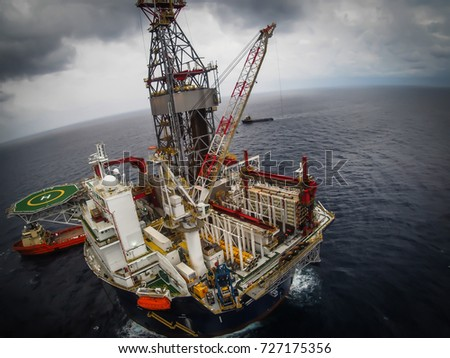 aerial view of offshore oil platform, Gulf of Mexico #727175356