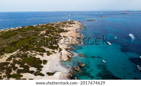 Aerial view of Punta de sa Torre de Ses Portes, a sandy point in the south of Ibiza island in Spain with a medieval round defensive tower Foto stock ©