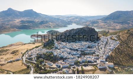aerial view of setenil de las bodegas town, Spain Foto stock ©