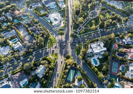 Aerial view of six way intersection at N Beverly Drive, N Canon Drive and Lomitas Ave in Beverly Hills, California. #1097382314