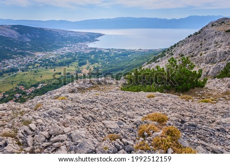 Aerial view of the Adriatic sea, Baska village and the Vela beach. Foto stock ©