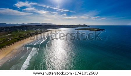 Aerial view of the awarded Narin Beach by Portnoo and Inishkeel Island in County Donegal, Ireland during the coronavirus lockdown. Stok fotoğraf ©