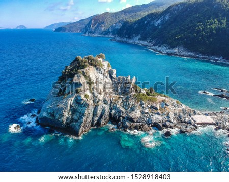 Aerial view of the famous small church Agios Ioannis in Skopelos where scenes of Mamma Mia were filmed. Its located in the region of Kastri, about 7km east of Glossa, northern Skopelos Sporades Greece Stockfoto ©