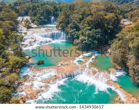 Aerial view of the majestic turquoise waterfalls at Agua Azul in Chiapas, Mexico Foto stock ©
