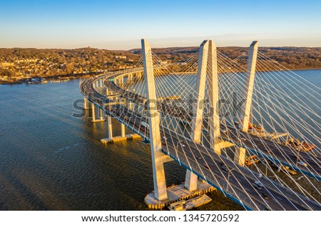 Aerial view of the New Tappan Zee Bridge, spanning Hudson River between Nyack and Tarrytown on late sunny afternoon Stockfoto ©