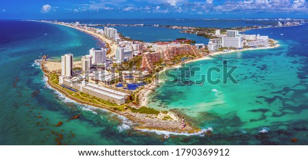 Aerial view of the northern peninsula of the Hotel Zone (Zona Hotelera) in Cancún, Mexico Foto stock ©