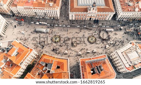 Aerial view of the Puerta del Sol, in the city center of Madrid, Spain.The landmarks of the capital and the centre from bird eye view.Madrid main public square and Sol metro station in Madrid. Foto stock ©