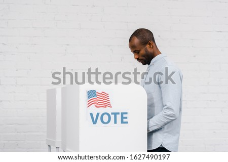 african american citizen voting near stand with vote lettering Foto stock ©