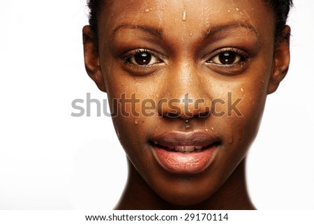 African woman with natural make-up headshoot with drops on her skin