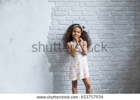 Stock Photo Afro lovely girl cute, natural and cheerful, looking at camera