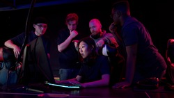After the training game, the cyber team analyzes the mistakes and determines the tactics, the girl plays on the computer