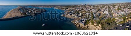 Afternoon aerial panoramic view of the Newport Harbor, skyline and Corona del Mar beach of Newport Beach, California, USA. Foto stock ©