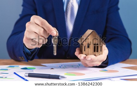 agent sells an apartment in the real estate office