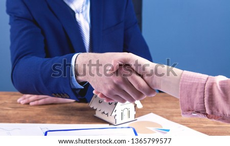 agent sells apartment