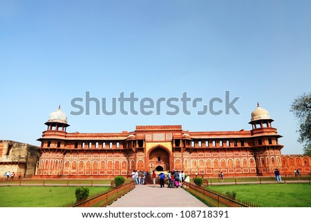 Agra Red Fort, a Unesco World Heritage site, and one of the biggest tourist highlights, just 2 km of Taj Mahal. Built by several Mughal emperors from XV to XVI centuries. Uttar Pradesh, India