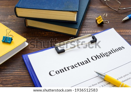 Agreement with Contractual obligations list on the table. Stock foto ©