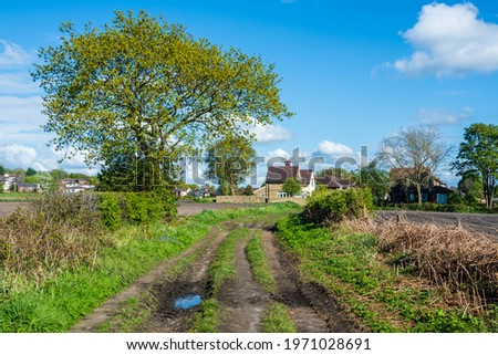 Agricultal fiels recently plughed at Moss Bank in St Helens , Merseyside with blue skies and white clouds Foto stock ©