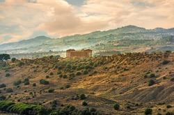Agrigento, Sicilia isola in Italia. Famosa Valle dei Templi, patrimonio mondiale dell'UNESCO. Tempio greco - resti del Tempio di Concordia.