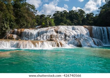 Shutterstock Agua Azul waterfalls, Chiapas (Mexico)