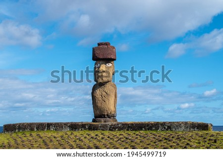 Ahu Ko Te Riku is a moai featuring restored eyes. It stands in the Tahai complex on Easter Island (Isla de Pascua or Rapa Nui). Stok fotoğraf ©