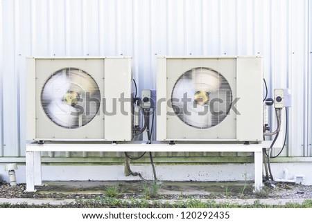 Air compressor is running./Air compressor.
