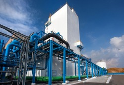 Air-separating factory for producing industrial gases, blue pipes