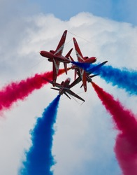 Aircraft crossover by the Red Arrows flying display team