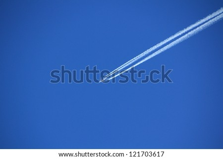 airliner flying high and leaving trail