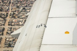 Airplane full flaps extended - airplane flaps angle mark - Airbus a320 Jetliner flaps extended - airplane configuration for landing
