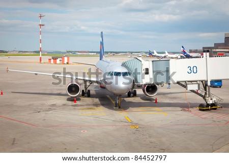 Airplane preparing to the flight
