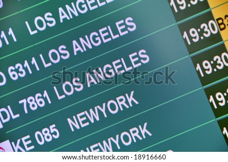 Airport display board with flights to Los Angeles and New York.