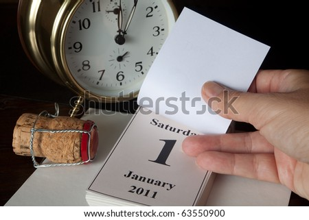 Alarm clock and calendar showing the beginning of the New Year