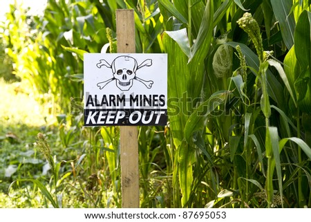 Alarm mine keep out warning sign