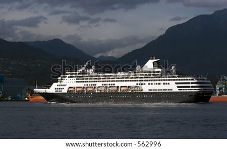 Alaskan Cruise Ship Leaving Vancouver Stock Photo 562996