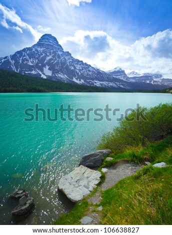 Alberta Landscape Canada Mountains and River, Icefields Parkway, Alberta Canada