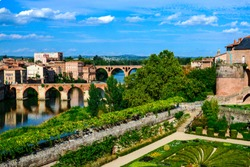 Albi, view of the city and the bridges over the Tarn River